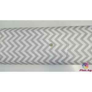 Ранфорс бяла основа на сиво бежов голям зиг заг произведено в Турция